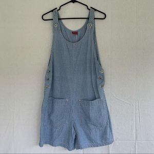 AMAZING vintage overall shorts in a light blue